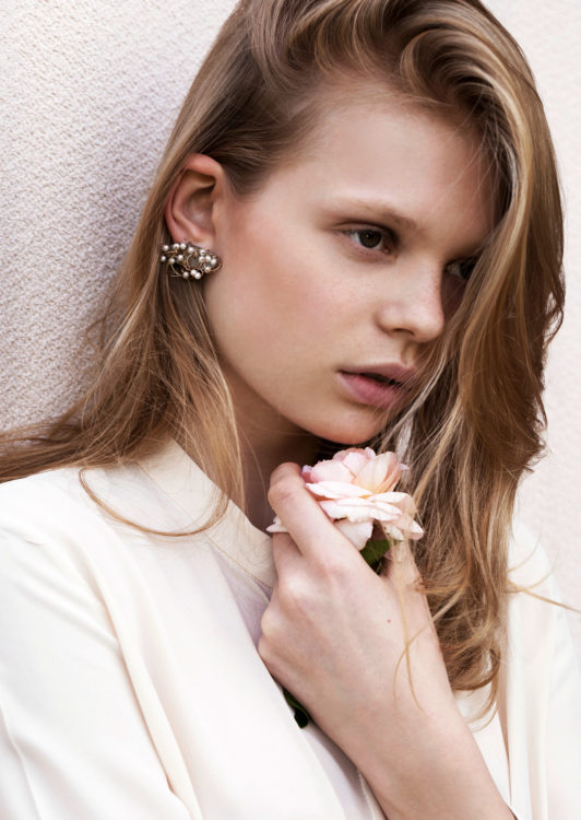 Model mit Ohrringe